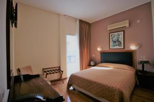 Кровать или кровати в номере Adam's Hotel