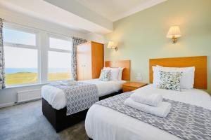 A bed or beds in a room at The Kilbirnie Hotel