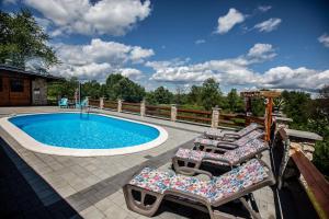 The swimming pool at or near Kuća Za Odmor Emma