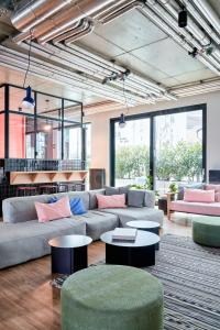 The lounge or bar area at STAYERY Apartments Friedrichshain