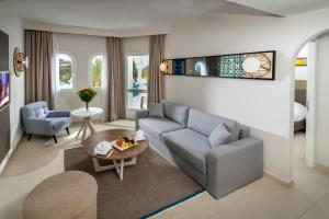 A seating area at Mirage Resort & SPA