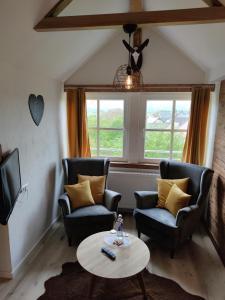 Ein Sitzbereich in der Unterkunft Gasthof Dörsbachhöhe