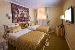 A bed or beds in a room at Imperial Hotel & Restaurant