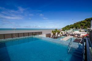 A piscina localizada em Hotel Cabo Branco Atlântico ou nos arredores