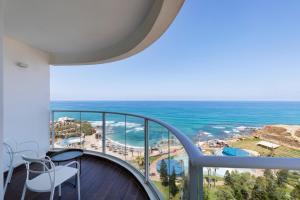 נוף כללי של ים או נוף לים שצולם מהמלון