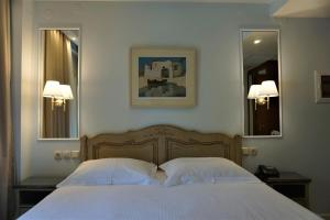 A bed or beds in a room at Anemolia Resort and Spa