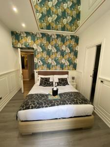 A bed or beds in a room at Relais Roma Centro