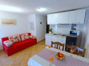 A kitchen or kitchenette at Old Town Vrsar, apartments Danica & Zoran