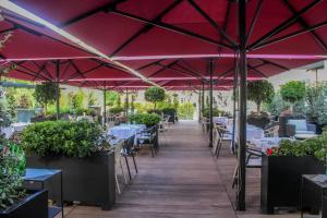 A restaurant or other place to eat at Lux Lisboa Park