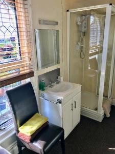 A bathroom at Claydens