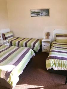 A bed or beds in a room at Claydens