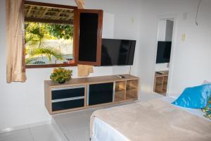 A television and/or entertainment centre at Pousada Cacimbinha - ePipa Hotéis