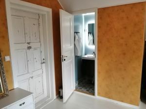 Kylpyhuone majoituspaikassa Guesthouse Lokinlaulu