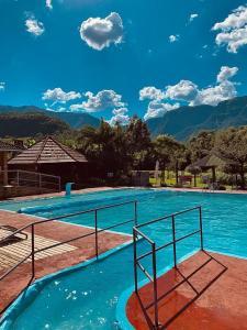 A piscina localizada em Pousada&Camping Nativos dos Canyons ou nos arredores