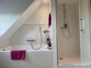 A bathroom at B&B Worpsweder Blick