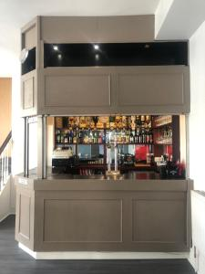 The lounge or bar area at Capital One Hotel