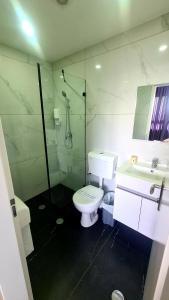 A bathroom at Spat Hotel Ashdod