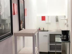 Una cocina o zona de cocina en Hostel del Paseo
