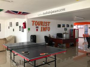 Instalaciones para jugar al ping pong en Hostel del Paseo o alrededores