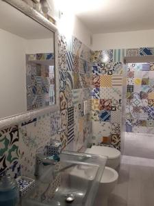 A bathroom at Suite Palazzo Luciani