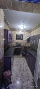 A kitchen or kitchenette at شقة مميزة بالراحة والهدوء والنظافة