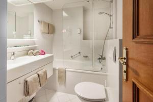 Ein Badezimmer in der Unterkunft Hotel MONDI Bellevue Bad Gastein - OSB02094-SYB