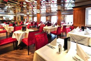 Ein Restaurant oder anderes Speiselokal in der Unterkunft Hotel MONDI Bellevue Bad Gastein - OSB02094-CYC