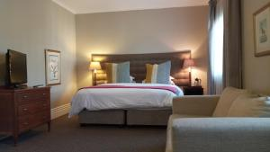 A bed or beds in a room at The Benjamin Hotel on Florida Road