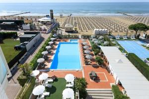 A view of the pool at Hotel Delle Rose or nearby