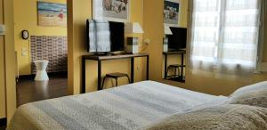 A bed or beds in a room at Vent d'Ouest