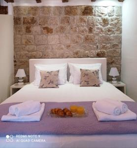 A bed or beds in a room at Studio Makala