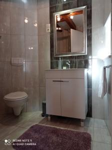 A bathroom at Studio Makala