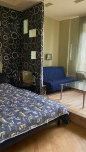 A bed or beds in a room at Двухкомнатная квартира в центре Москвы