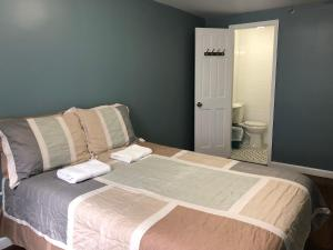 A bed or beds in a room at Chelsea International Hostel