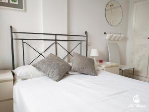 Cama o camas de una habitación en Cala Marqués Beach House