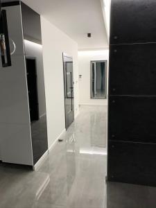 A kitchen or kitchenette at Green Valley LuXury Apartament