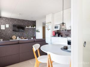 Majoituspaikan Amazing Apartment Toppilansaari keittiö tai keittotila