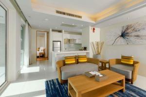 Гостиная зона в Splash Beach Resort, Maikhao Phuket - SHA Plus