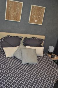 A bed or beds in a room at Studio industriel de Steenia Vieux port