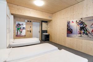 A bed or beds in a room at Nordic Hostel - das Zuhause für Sportler