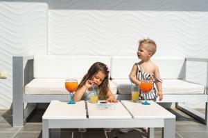 Children staying at Hotel Villa del Mar