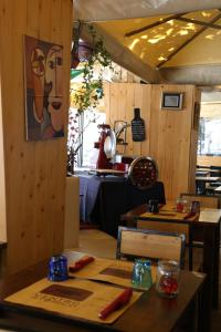 A restaurant or other place to eat at bed and breakfast Centro Storico