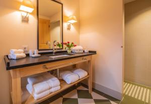 A bathroom at Chalet Griffin