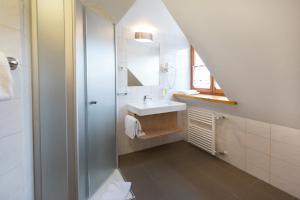 A bathroom at Landgasthof Vogelsang