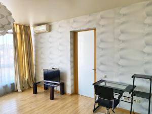 Телевизор и/или развлекательный центр в Apartment on ulitsa Chaykovskogo
