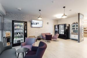 The lounge or bar area at Hotel Smart Liv'in