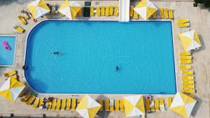 Вид на бассейн в Monna Roza Garden Hotel или окрестностях