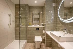 A bathroom at Horwood House Hotel