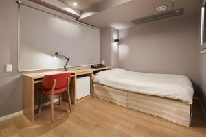 A bed or beds in a room at Shinjuku City Hotel N.U.T.S Tokyo