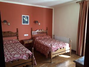Cama o camas de una habitación en Hostal Ayestaran I